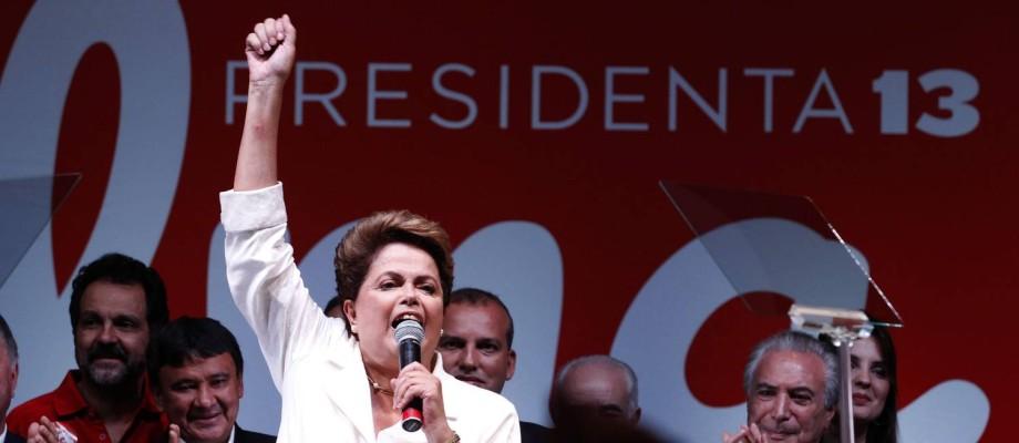 Com a voz embargada, Dilma agradeceu aos militantes e prometeu um governo ainda melhor que em seus quatro primeiros anos Foto: Jorge William / Agência O Globo