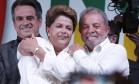 Ao lado do ex-presidente Lula, Dilma foi bastante festejada pelos militantes do partido Foto: Jorge William / Agência O Globo