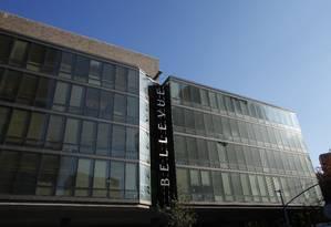 Jovem foi colocado em isolamento no hospital Bellevue, em Nova York Foto: KENA BETANCUR / AFP