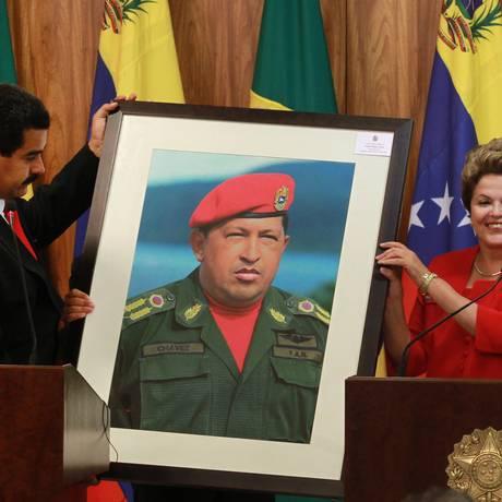 O presidente venezuelano, Nicolás Maduro, com Dilma Rousseff em visita ao Brasil, em maio de 2013 Foto: Agência O Globo
