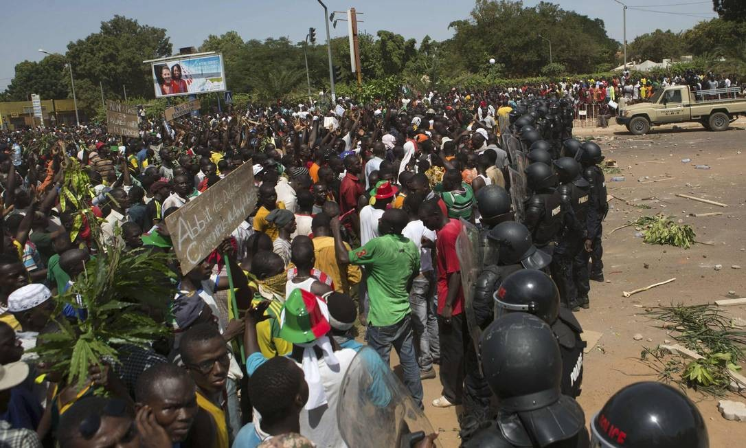 Centenas de milhares de pessoas participaram do protesto na capital do país Foto: JOE PENNEY / REUTERS