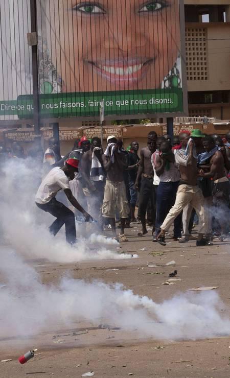 O protesto começou pacífico, mas terminou em confronto entre policiais e manifestantes Foto: JOE PENNEY / REUTERS