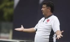 Joel treinou as jogadas de ataque contra defesa com o time do Vasco Foto: ANTONIO SCORZA / Agência O Globo