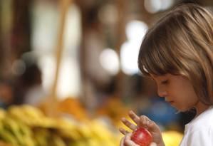 Nutritivo. Aluna do Sarah Dawsey em feira livre Foto: Guilherme Leporace