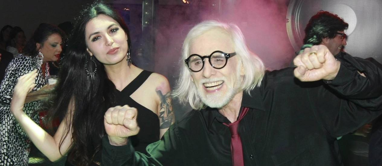 Francisco Cuoco com a mulher, Thaís Foto: Marcos Ramos
