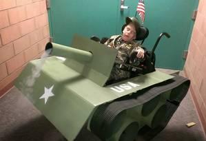 Fantasia de um soldado em seu tanque de guerra será usada este ano Foto: Reddit