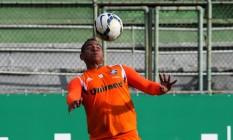 Walter domina a bola em treino do Fluminense Foto: Nelson Perez / Fluminense