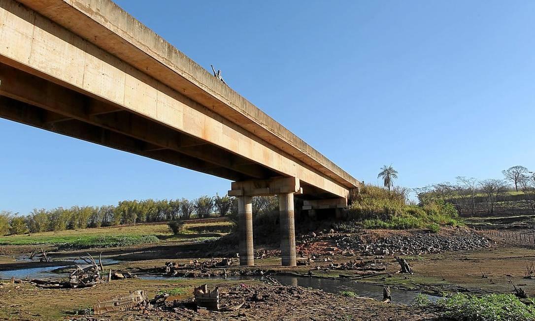 Hidrovia Tietê-Paraná, paralisada: transporte de soja pelo rio custava R$ 86 por tonelada; por rodovia, valor chega a R$ 101 Foto: Marcos Alves / Marcos Alves/5-8-2014