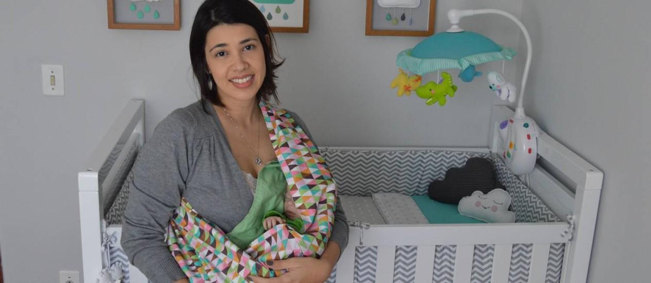 A jornalista Flávia Lopes, de 32 anos, deu à luz Rafael há dois meses. Ela preferiu se estabilizar antes de ser mãe Foto: Arquivo Pessoal
