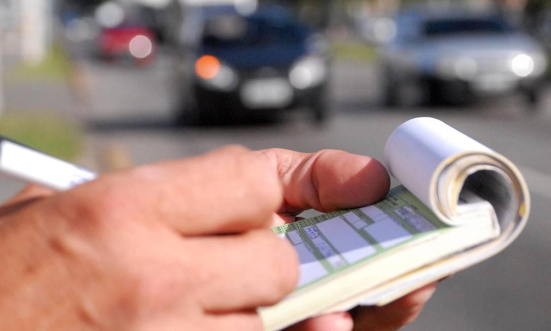 Multas de trânsito vão subir até 900 % a partir de sábado