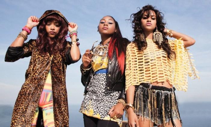 Nascidas na comunidade e descobertas por produtor inglês, as cantoras do trio de rap estão em turnê pela Europa Foto: Divulgação/Pérolas Negras / Agência O Globo