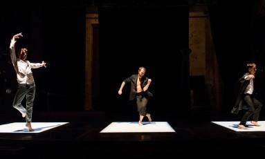 Cena do espetáculo 'Antigone Sr.', do coreógrafo norte-americano Trajal Harrell, que abre o festival Panorama 2014 Foto: Ian Douglas / Divulgação