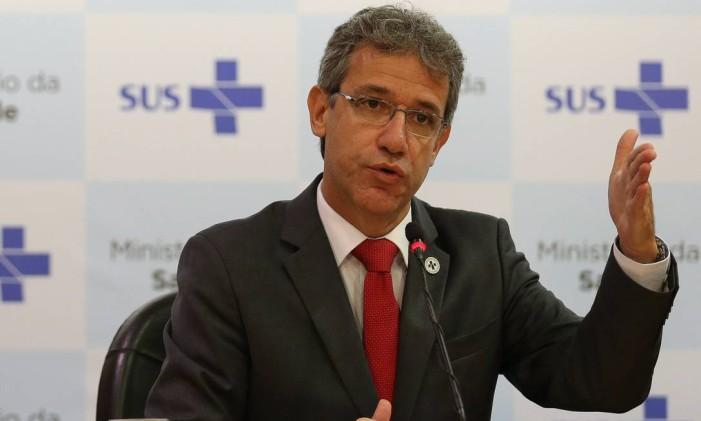 ARTHUR CHIORO - foi um dos ministros mantidos por Dilma e continua na Saúde Foto: André Coelho / O Globo