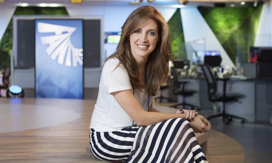 """À vontade. Poliana Abritta na redação do """"Fantástico"""", seu novo local de trabalho Foto: / Leo Martins"""