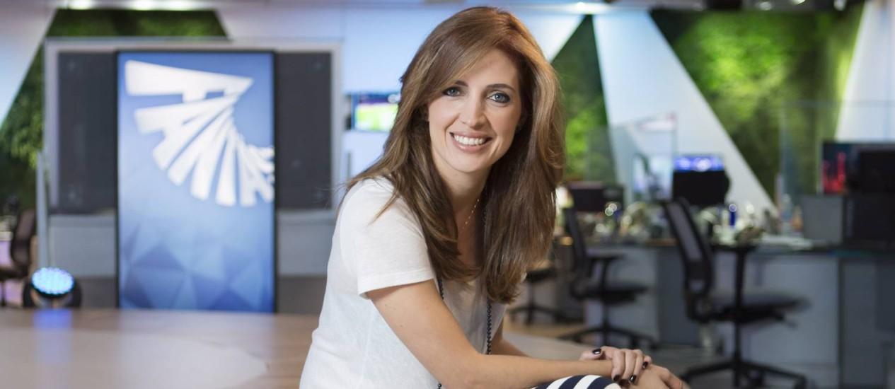 """À vontade. Poliana Abritta na redação do """"Fantástico"""", seu novo local de trabalho Foto: Leo Martins"""