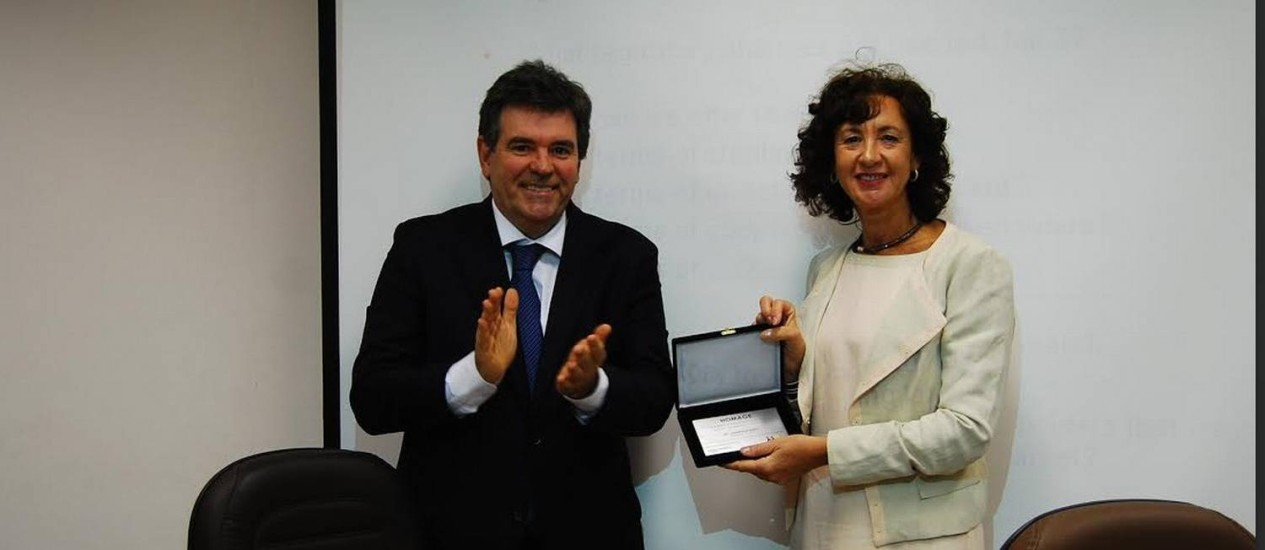 Annemarie Muntz (dir) ao lado de Vander Morales, presidente do Sindicato das Empresas de Terceirização e de Trabalho Temporário (Sindeprestem) e da Fenaserhtt, federação nacional do setor Foto: Divulgação/Sindeprestem