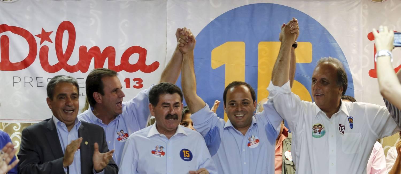 Pezão com Rodrigo Neves durante campanha para as eleições para governador do estado Foto: Marcelo Piu/08-10-2014 / Agência O Globo