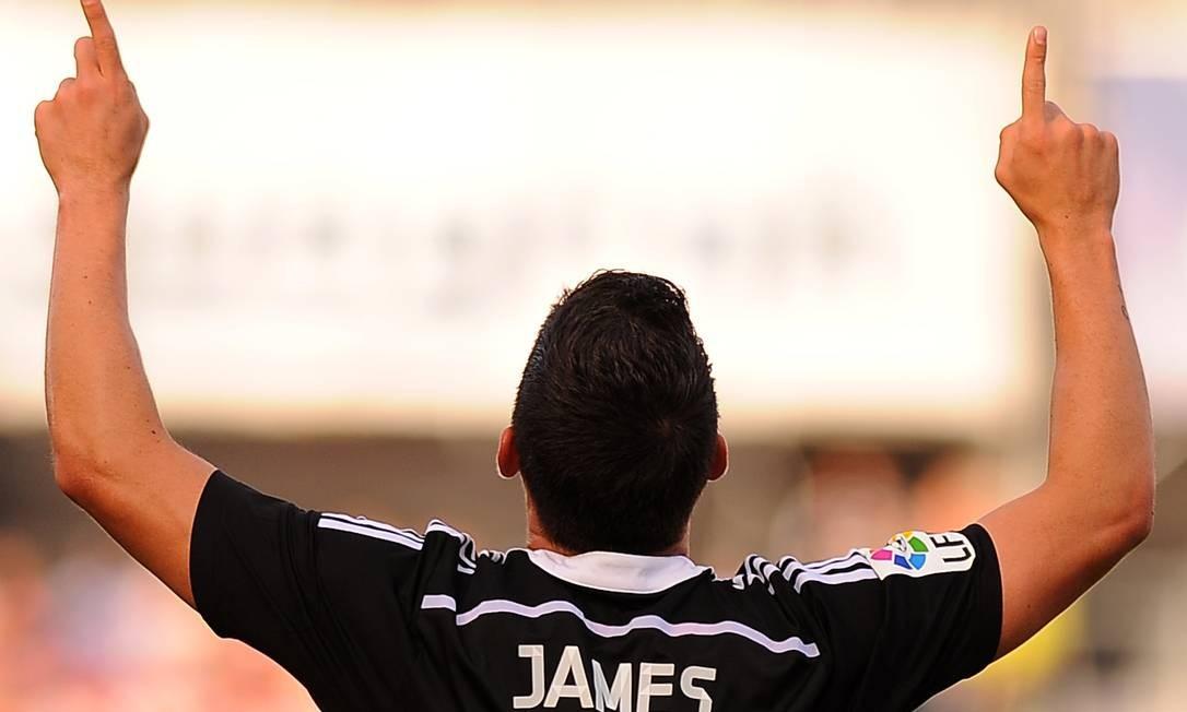 Na Espanha, o colombiano James Rodriguez foi o destaque da goleada do Real Madrid sobre o Grabada: 4 a 0 Foto: Jorge Guerrero / AFP