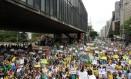 Protesto contra reeleição de Dilma reúne 3 mil pessoas em São Paulo Foto: Michel Filho / O Globo