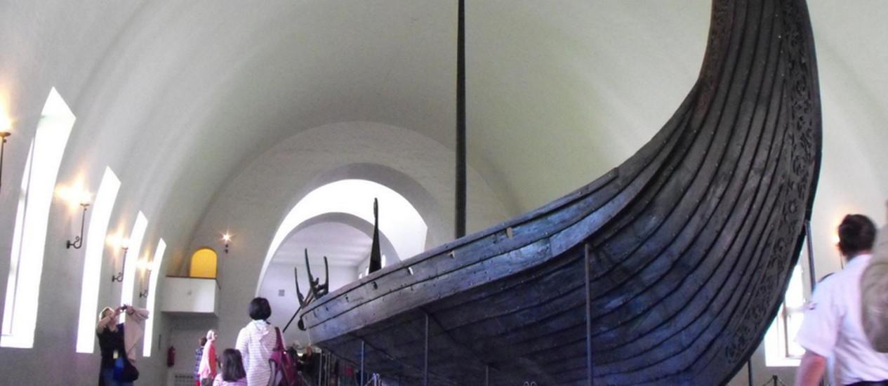 O Museu de Navios Vikings, ou Vikingskipshuset, tem alguns dos barcos mais bem conservados do mundo Foto: Luisa Valle / Agência O Globo