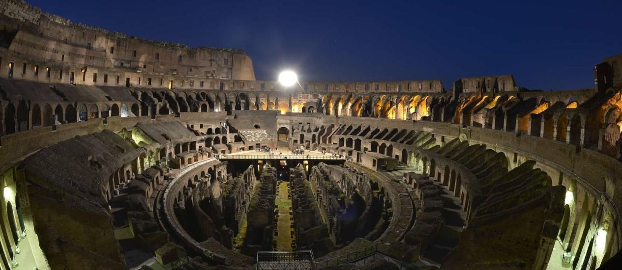 Projeto do arqueólogo rescontruiria o piso do Coliseu, possiblitando a realização de espetáculos Foto: GABRIEL BOUYS / AFP
