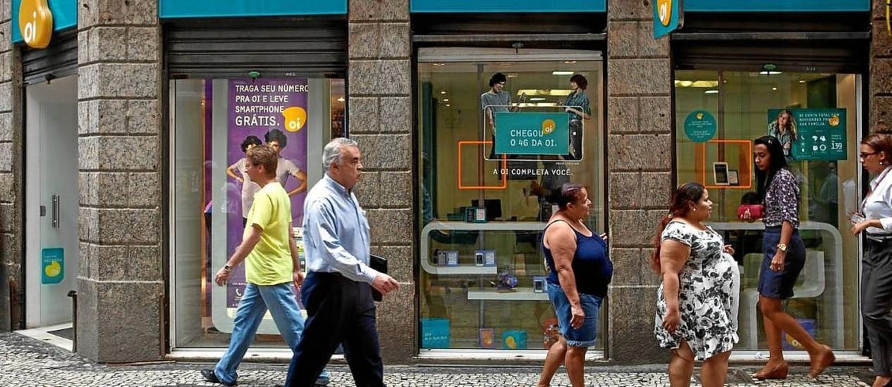 Loja da Oi, no Rio: venda de operações em Portugal é crucial para viabilizar plano de compra fatiada da TIM Foto: Dado Galdieri / Dado Galdieri/Bloomberg/2-10-2013