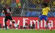 Titular no Mineirão, Dante observa Kroos marcar outro na goleada de 7 a 1