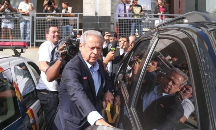 José Dirceu sai da Vara de Execuções Penais para cumprir pena em casa Foto: Agencia O Globo / Agência O Globo
