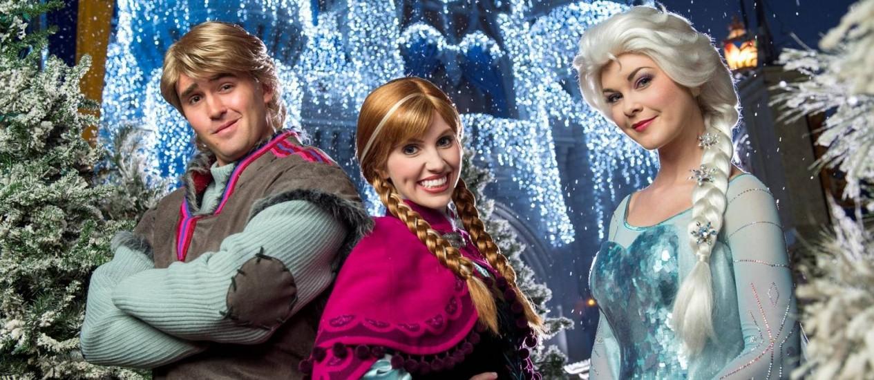 Os personagens do filme Frozen participam pela primeira vez do Natal dos parques da Disney, em Orlando Foto: Divulgação
