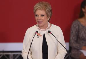 Marta discursa durante cerimônia Foto: André Coelho / Agência O Globo