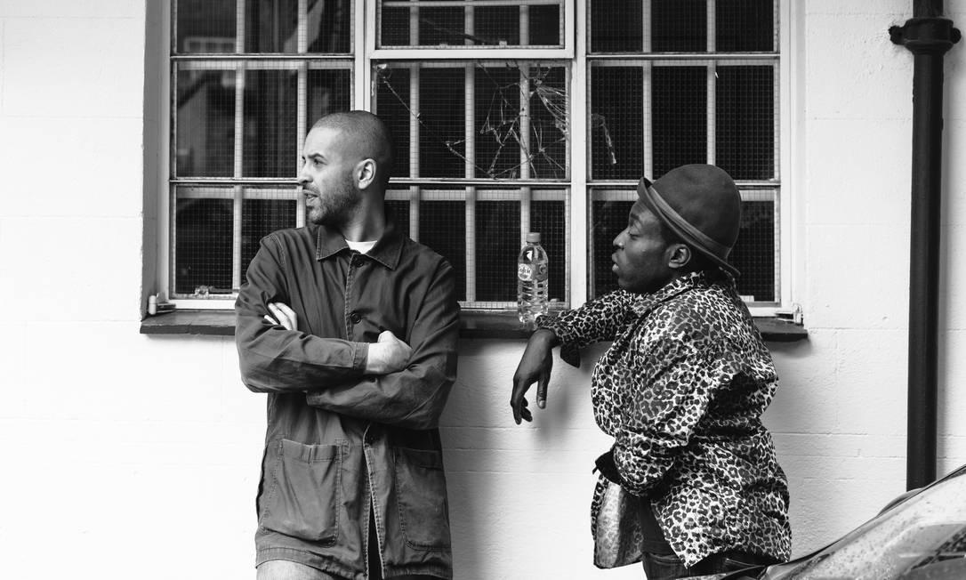 Dupla formada pelos ingleses Morgan Zarate e DJ Acyde lança álbum retrô e referencial, sem deixar de ser avançado Foto: / Divulgação