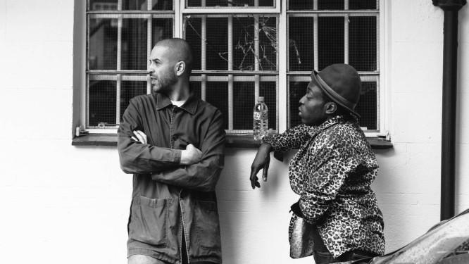 Dupla formada pelos ingleses Morgan Zarate e DJ Acyde lança álbum retrô e referencial, sem deixar de ser avançado Foto: Divulgação