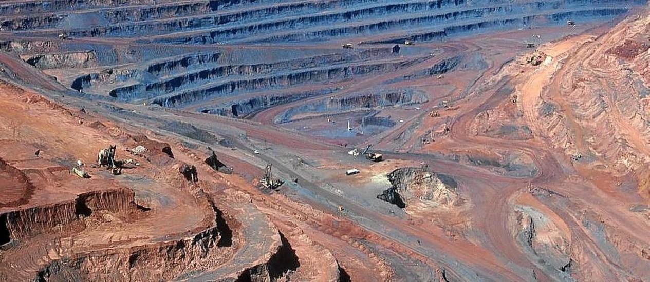 Fratura exposta. Uma grande mina de ferro na região de Carajás, no Pará: um dos projetos em tramitação do Congresso reserva 10% de todas as reservas naturais à exploração mineral Foto: Jacques Jangoux / Photoresearchers