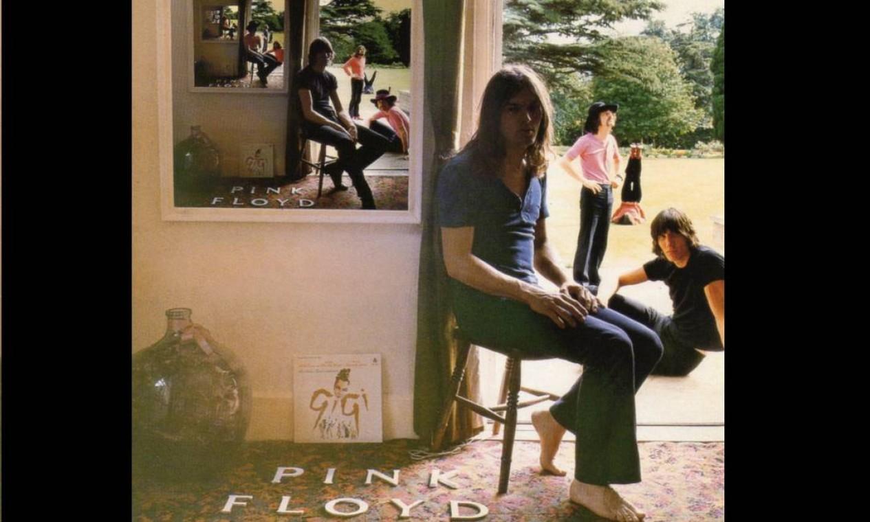 """""""Ummagumma"""" (1969): experimental até mesmo para os padrões do Pink Floyd. No primeiro disco, uma apresentação ao vivo. No segundo, composições solo. Já com Storm Thorgerson, a capa traz uma série de fotos dos quatro trocando de posição em quadros dentro de quadros, num efeito chamado """"mise en abyme"""", ou """"narrativa em abismo"""". Foto: Divulgação"""