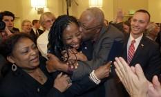 Novos nomes. A deputada negra Mia Love comemora a vitória com o pai: partido abraçou candidatos que não se alinham a todos os pontos conservadores Foto: Rick Bowmer/AP