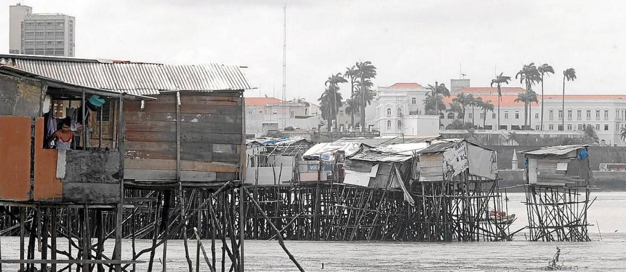 Palafitas em São Luís do Maranhão: economista aponta avanço da miséria no país Foto: O Globo/Hans Von Manteuffel / 10-1-2014