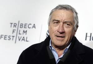 Robert De Niro posa no tapete vermelho do Tribeca Film Festival Foto: SHANNON STAPLETON / Reuters
