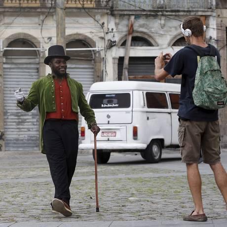 Artistas se apresentam no Largo de São Francisco da Prainha, numa das atrações do Distrito Criativo Porto Maravilha Foto: Pablo Jacob / Agência O Globo