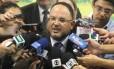 O ministro da Educação, José Henrique Paim, durante entrevista coletiva sobre o Enem