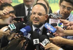 O ministro da Educação, José Henrique Paim, durante entrevista coletiva sobre o Enem Foto: Givaldo Barbosa / Agência O Globo