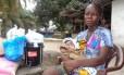 Princess Paye, de 20 anos, e a filha Miracle