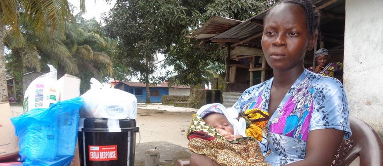 Princess Paye, de 20 anos, e a filha Miracle Foto: Divulgação/ActionAid
