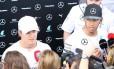 Rosberg e Hamilton dão entrevistas em São Paulo. Os dois estão separados por 24 pontos na classificação e são os únicos com chances de título neste ano