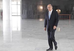 Alckmin em Brasília: governador cogita pela primeira vez um pedido de ajuda ao governo federal Foto: Jorge William / Agência O Globo