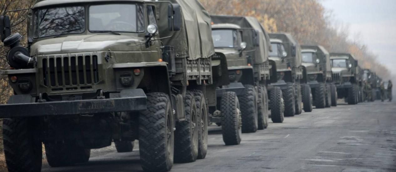 Tanques militares foram vistos nas cidades separatistas e a Ucrânia acusou a Rússia de envio de armas para os rebeles Foto: Mstyslav Chernov / AP