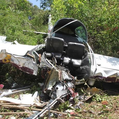 Ultraleve caiu no Piauí: duas pessoas morreram Foto: O Globo / Efrém Ribeiro