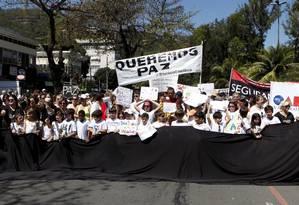 Moradores de Niterói realizaram uma manifestação nos últimos dias após o aumento do número de crimes na cidade Foto: Agência O Globo / Gustavo Stephan