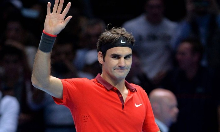 O suíço Roger Federer estreou com vitória no ATP Finals sobre o canadense Milos Raonic Foto: GLYN KIRK / AFP
