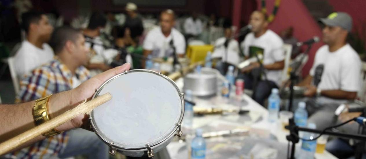 Um grupo numa roda de samba: experimentos mostraram que alguns indivíduos simplesmente não conseguem acompanhar mudanças nas batidas de músicas Foto: Divulgação