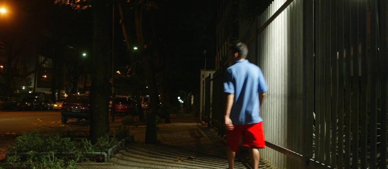 Sensores de presença, que acendem as luzes apenas quando alguém passa, são os itens mais comuns instalados pelas construtoras em nome da sustentabilidade Foto: André Teixeira/ Arquivo O Globo